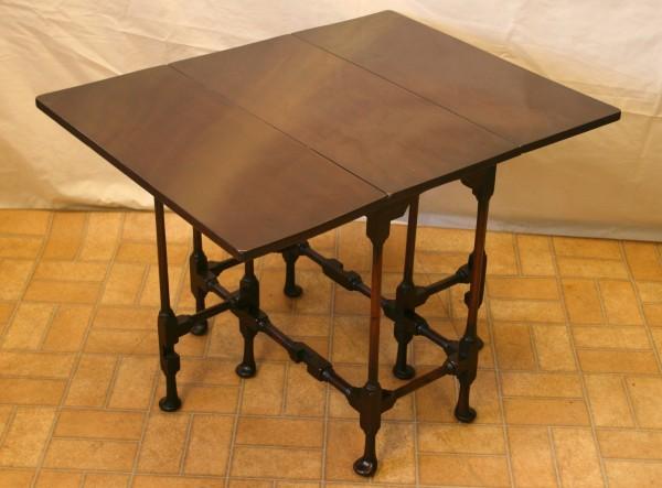 Edwardian mahogany spider leg occasional table