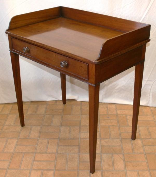 Late Georgian mahogany wash table