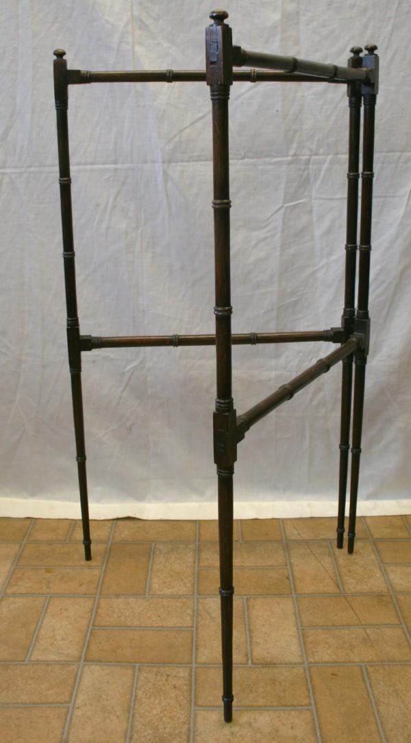 A late Georgian mahogany towel rail