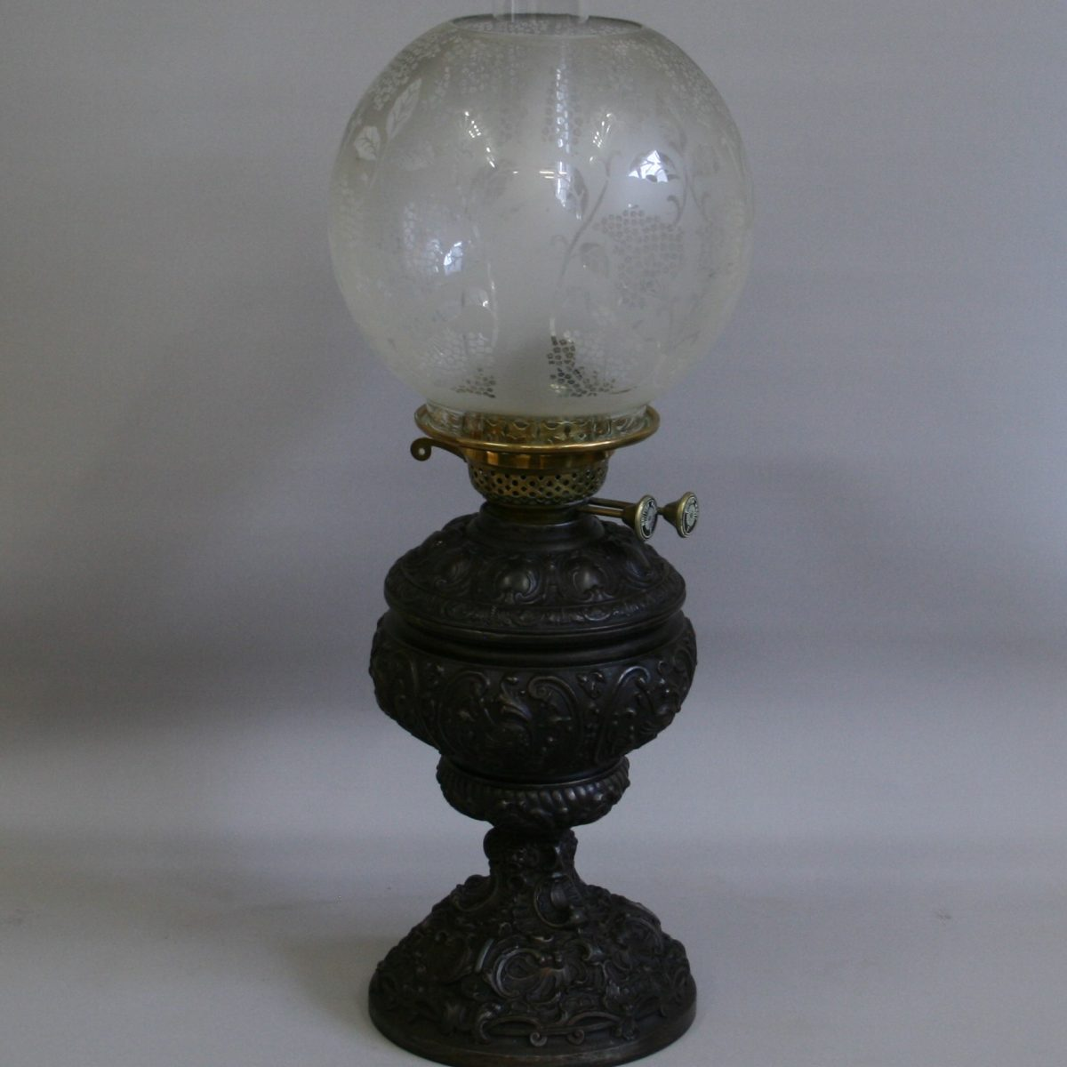 Victorian oil lamp/williamsantiques