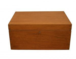 Victorian pine trunk with hinged lid/williamsantiques