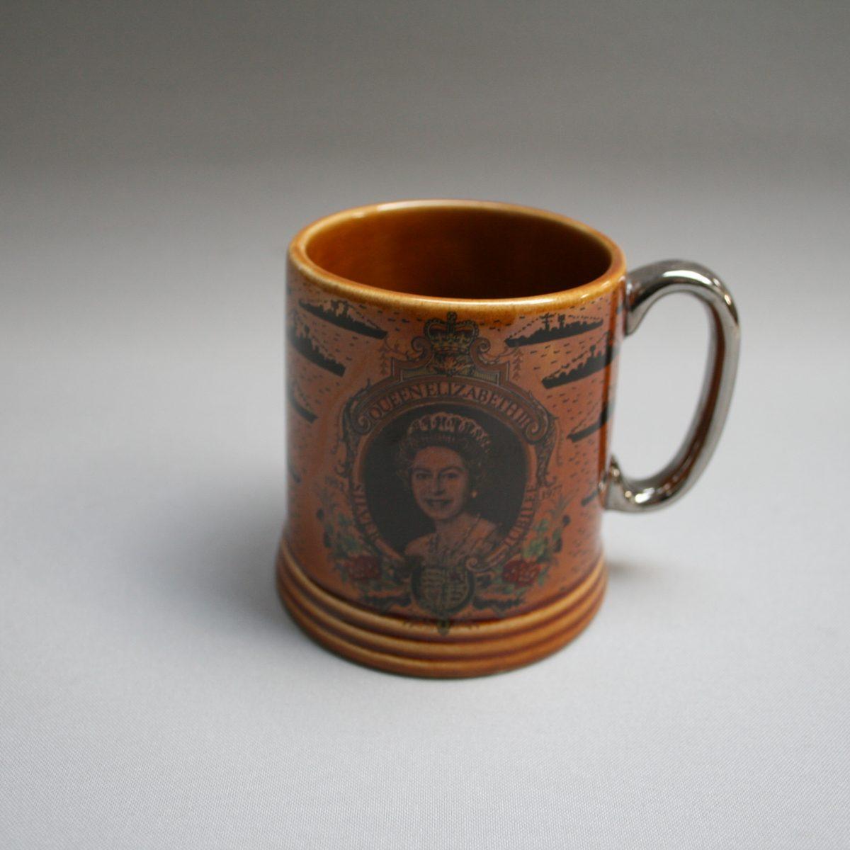 Silver jubilee mug of Queen Elizabeth II/williamsantiques