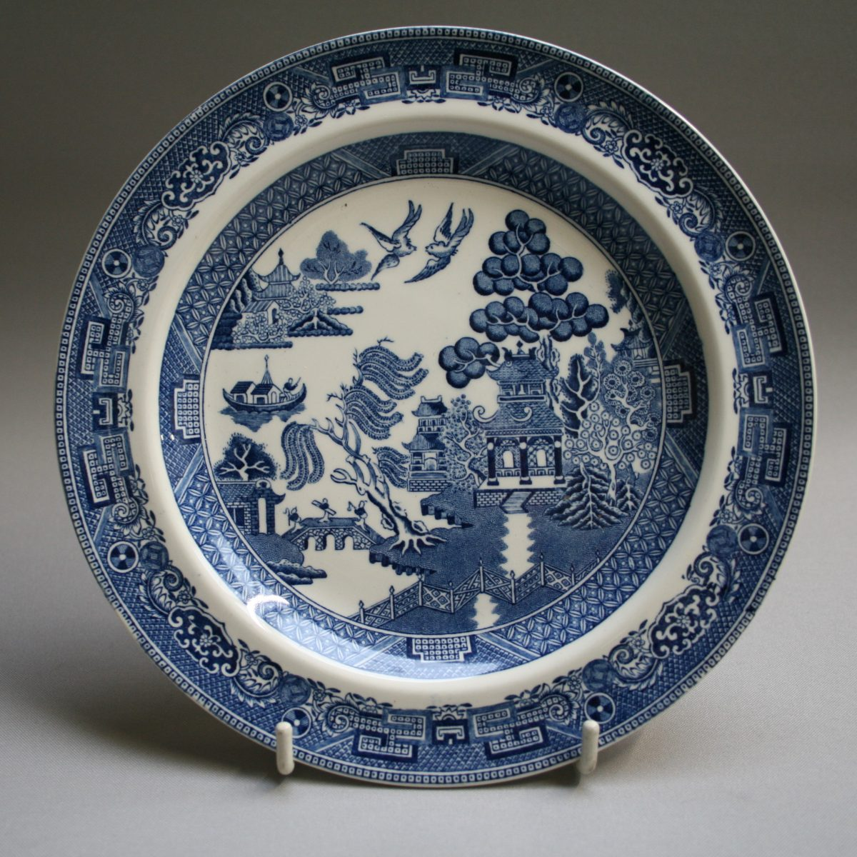 Wedgwood blue and white plate in the Willow pattern/williamsantiques