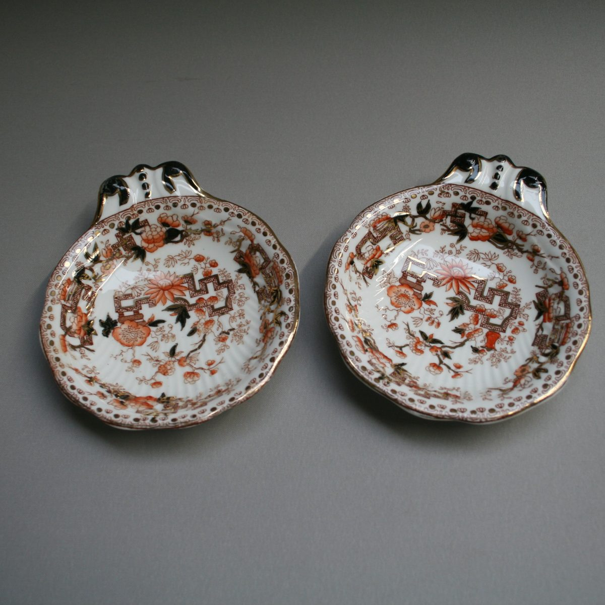 pair of decorated oyster dishes/williamsantiques