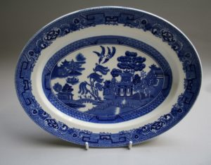 blue and white oval serving dish in the 'Old Willow pattern'/williamsantiques