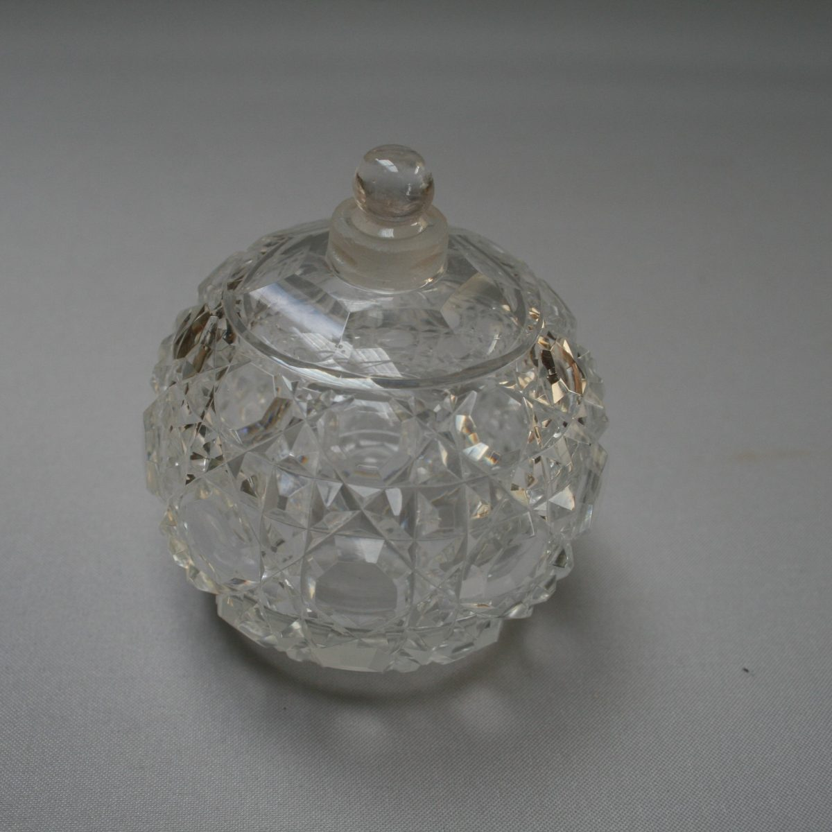 A round cut glass scent bottle/williamsantiques