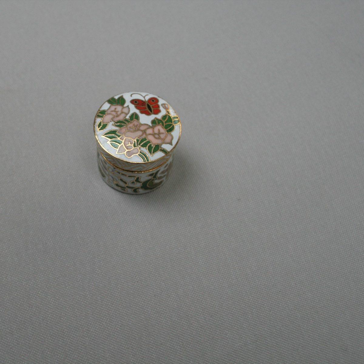 round cloisonne pill box/williamsantiques