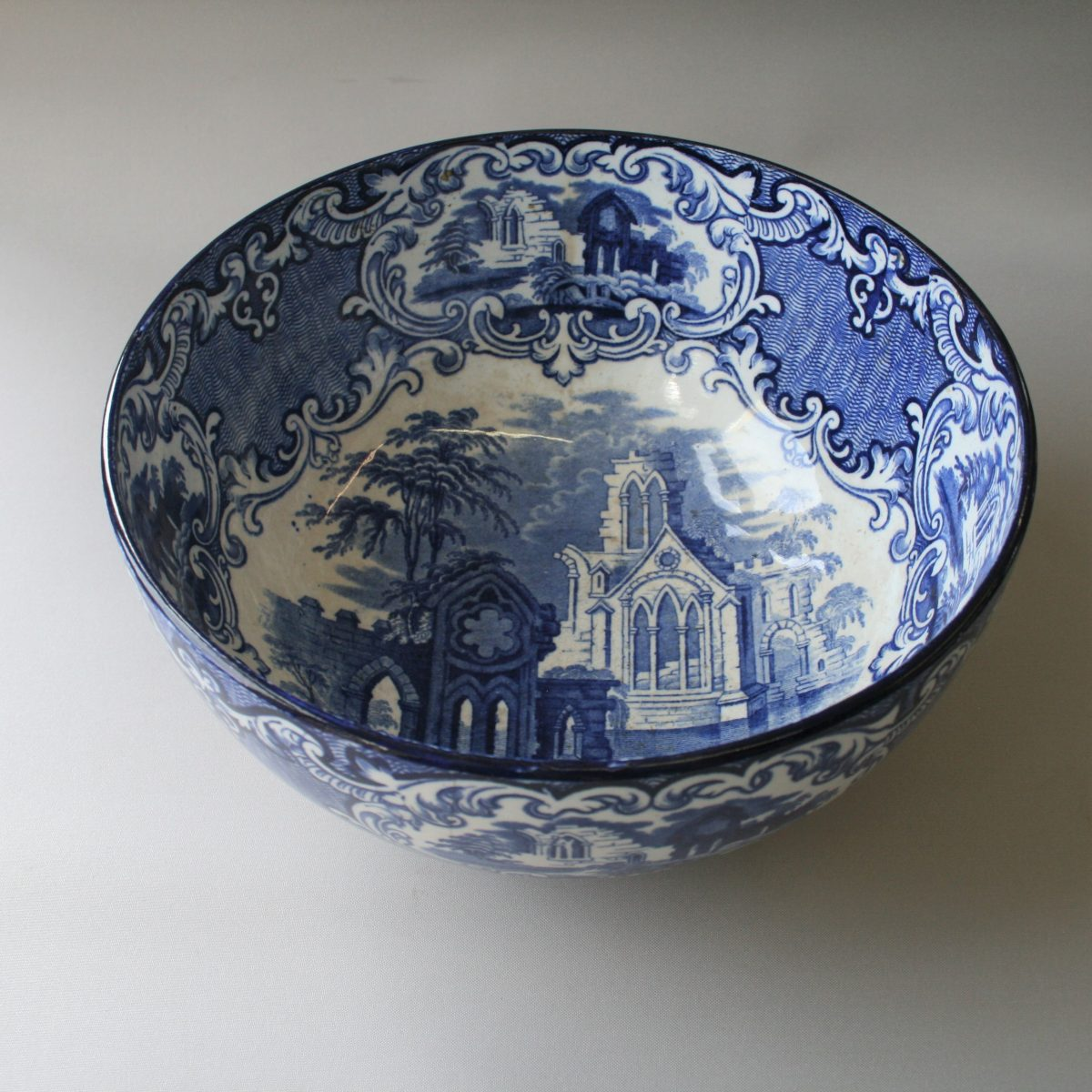 George Jones large blue and white fruit bowl/willilamsantiques