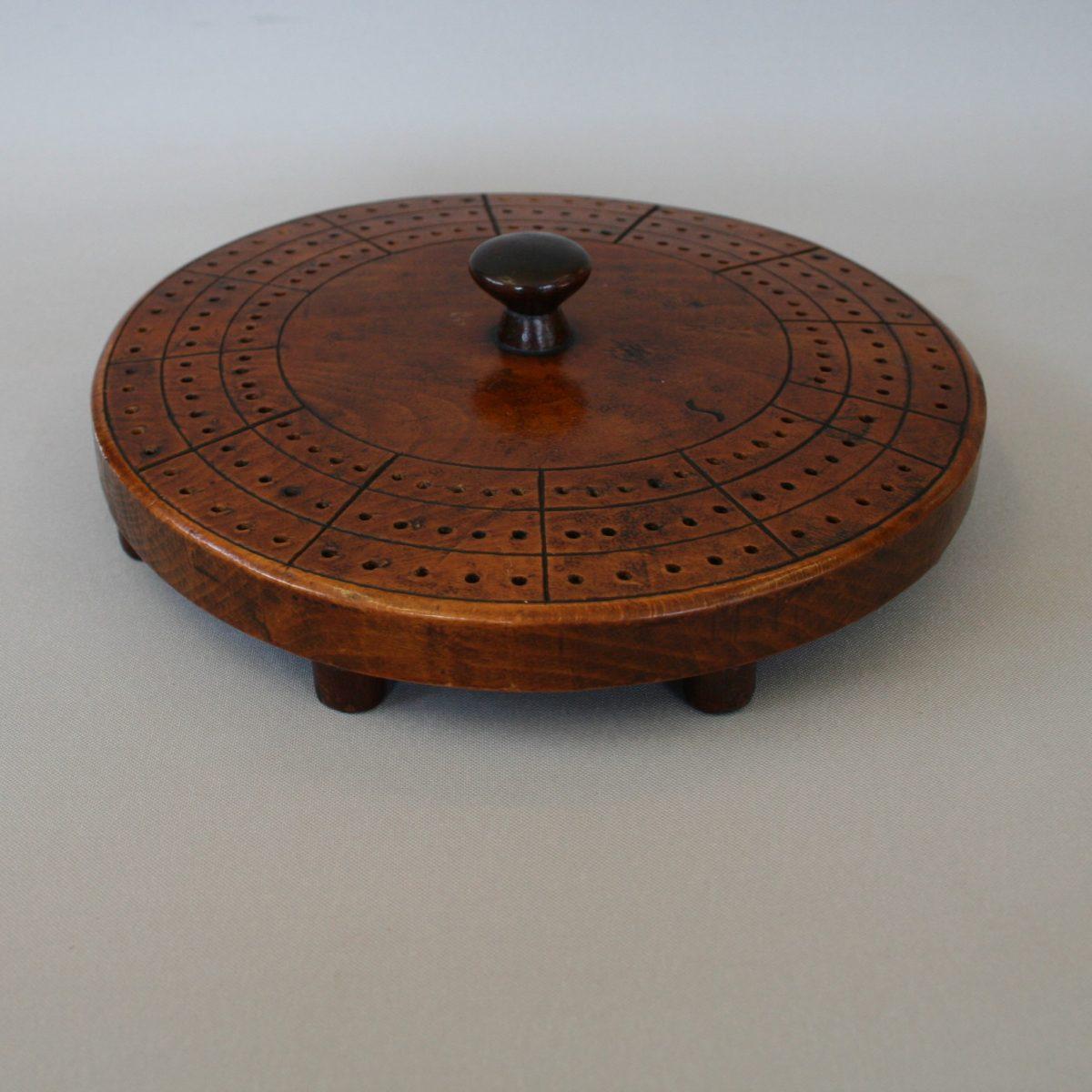 round wooden cribbage board/williamsantiques
