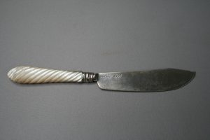 antique silver bladed butter knife with mother of pearl handle/williamsantiques
