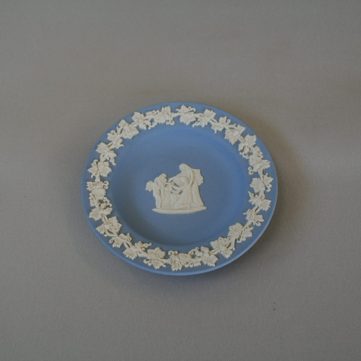Wedgwood Jasperware pin dish/williamsantiques