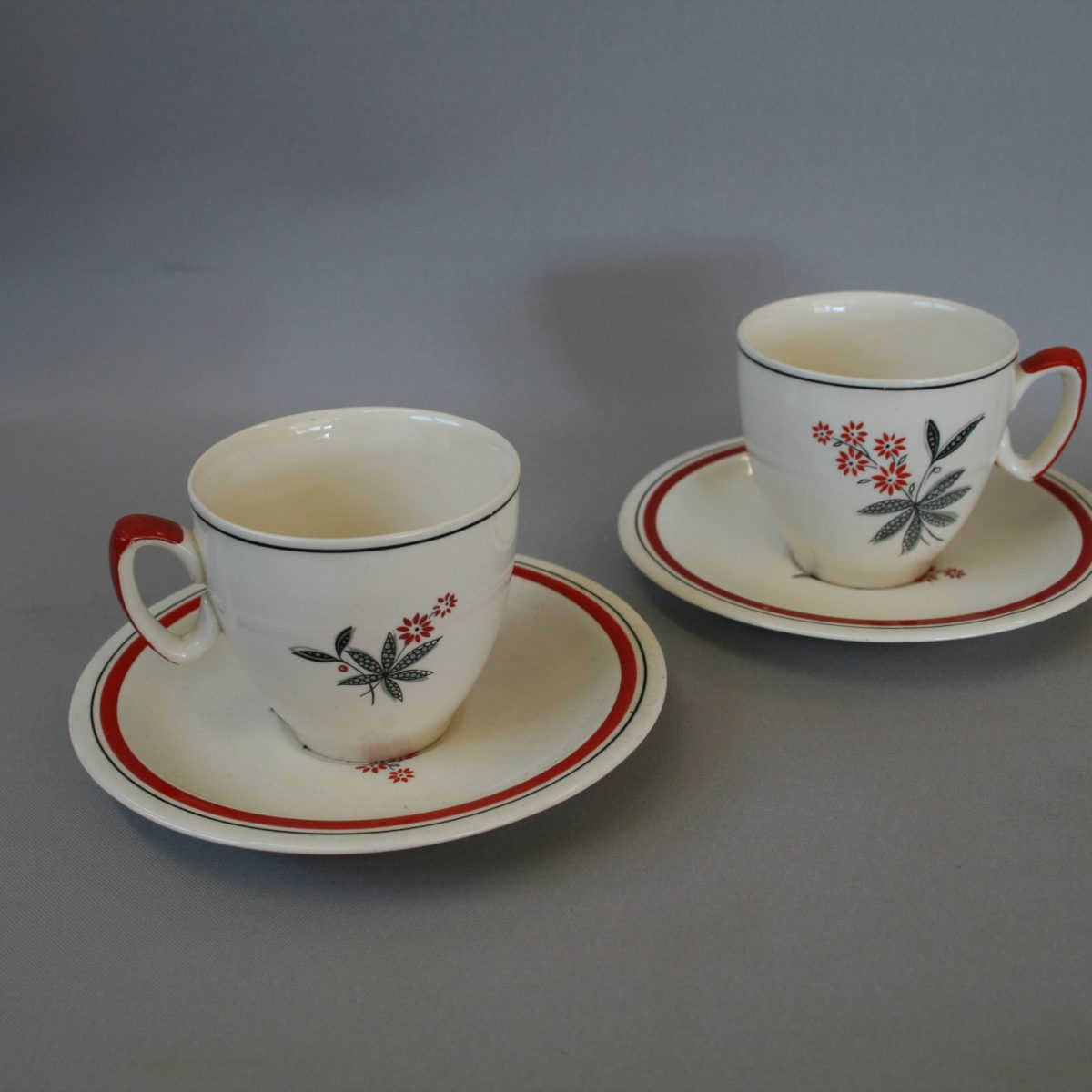 pair of porcelain Biltons coffee cups/williamsantiques