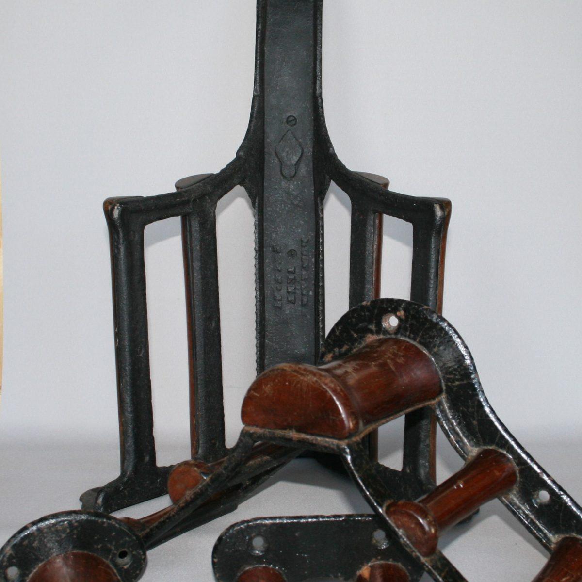 saddle and tack racks/williamsantiques