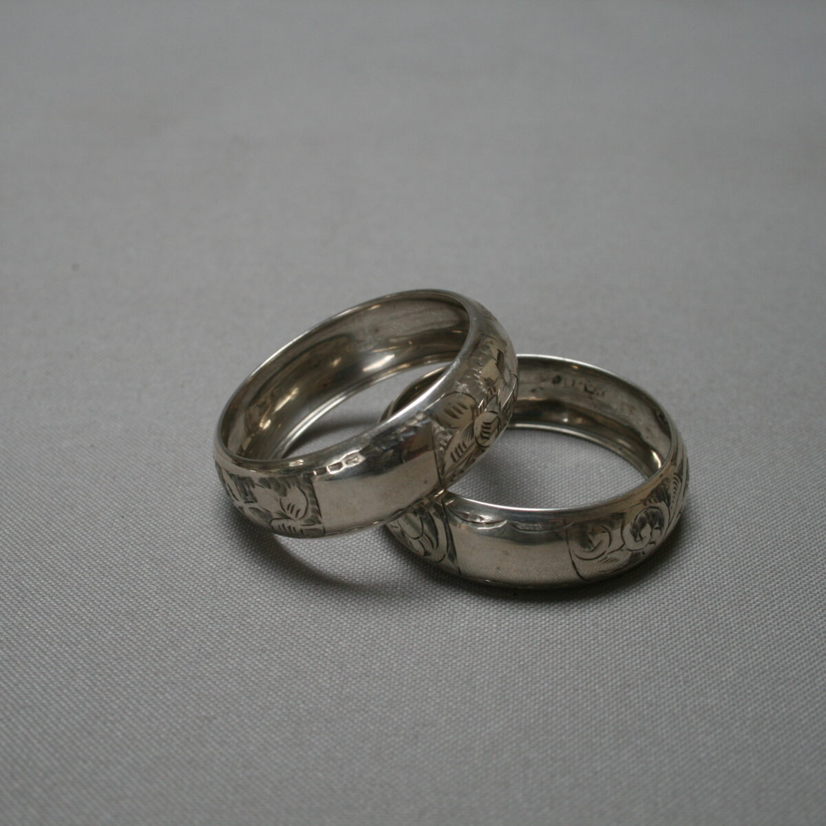 pair of silver napkin rings/williamsantiques