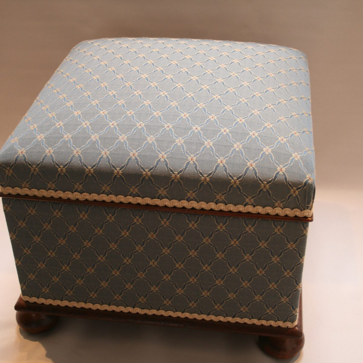 Victorian square upholstered ottoman/williamsantiques