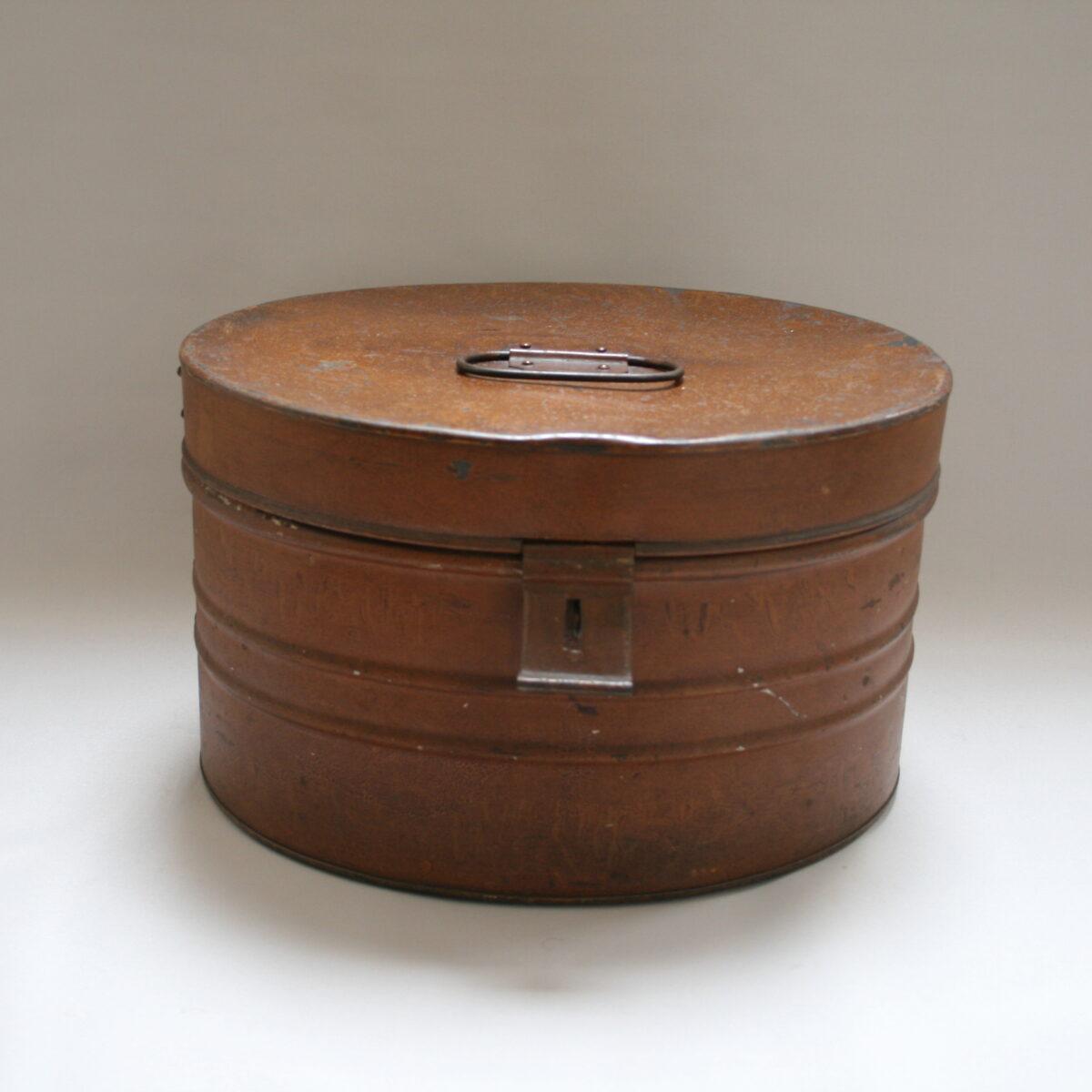Edwardian oval shaped tin hat box/williamsantiques