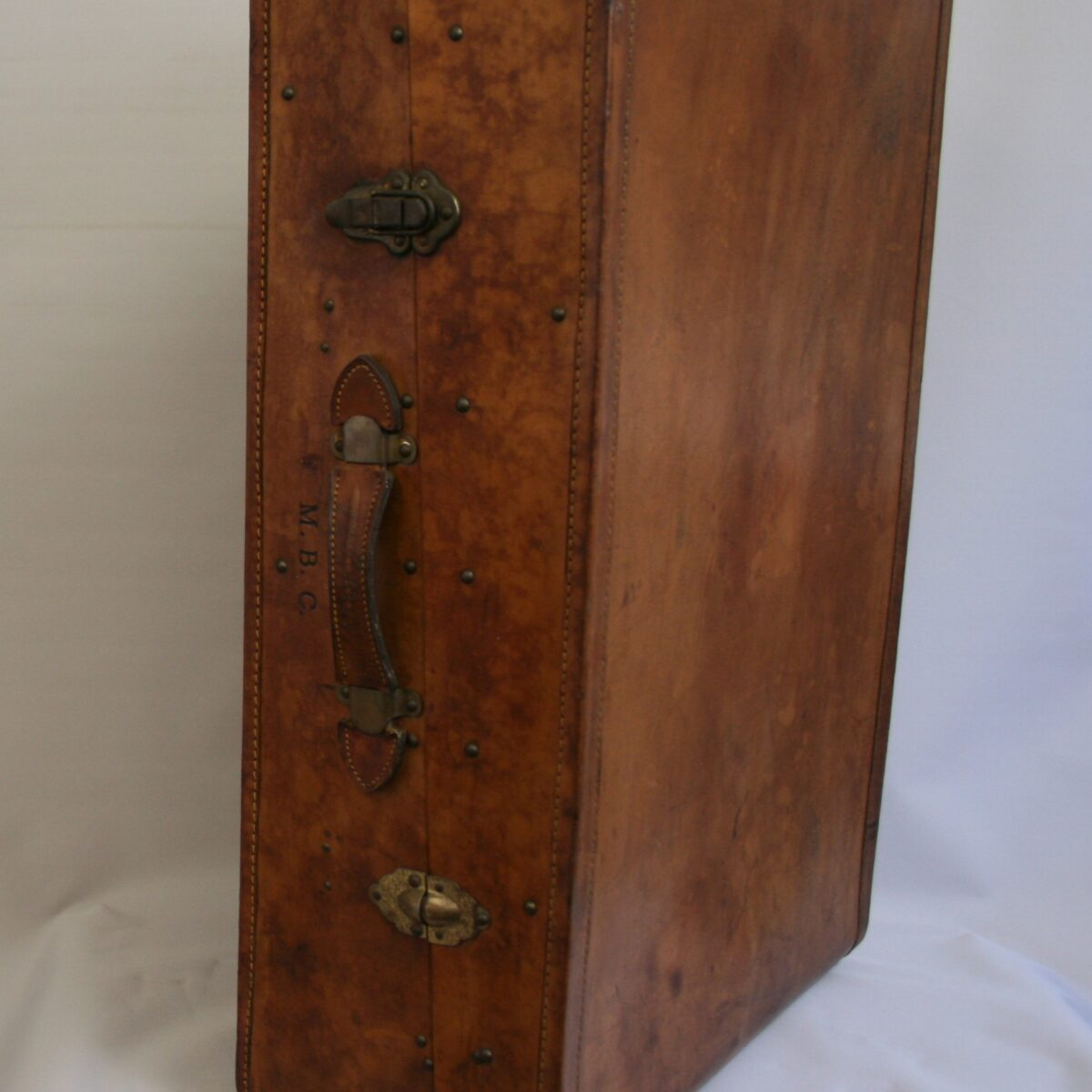 leather travelling suitcase/williamsantiques