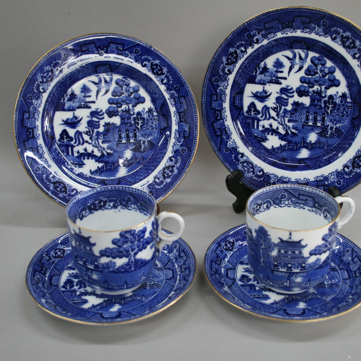 blue and white willow pattern porcelain tea set