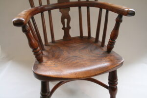 yew and ash wood child's Windsor chair/williamsantiques